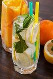 Coctail med citronen och mintkaramellen Royaltyfria Bilder