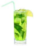 Coctail med den isolerade limefrukt och mintkaramellen Fotografering för Bildbyråer