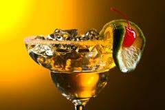 Coctail med körsbäret och limefrukt Fotografering för Bildbyråer