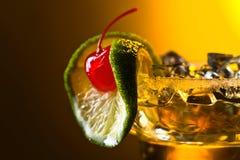 Coctail med körsbäret och limefrukt Royaltyfri Foto