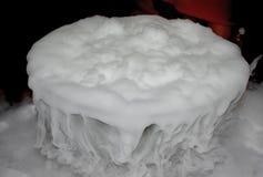 Coctail med rök för torr is Begreppet av designen, klubba, stång r?k royaltyfri fotografi