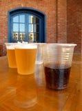 Coctail med whisky och öl i billiga plast- koppar royaltyfri foto