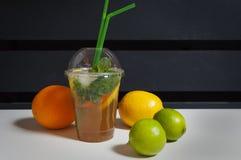 Coctail och frukter Arkivfoton