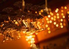 Coctailexponeringsglas i stång Royaltyfria Bilder