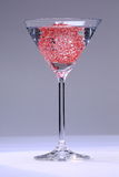 Coctailexponeringsglas med rött kopplar ihop Arkivfoton