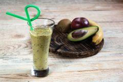 Coctailfrukt Den Kiwi Apple avokadobananen bantar royaltyfria foton