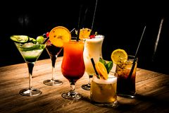 Coctails na barra fotografia de stock royalty free