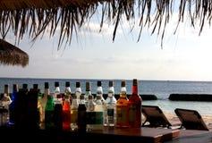 Coctailstång i en tropisk strand Royaltyfria Foton