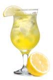 Coctel amarillo con el limón Fotos de archivo libres de regalías