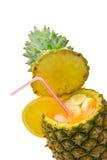 Coctel con la piña como taza Imagen de archivo