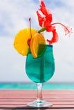 Coctel en una playa Foto de archivo libre de regalías