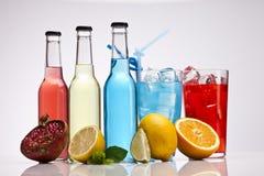 Coctel exótico del alcohol de la botella fotografía de archivo libre de regalías