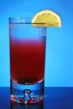 Coctel rojo con el limón Foto de archivo libre de regalías