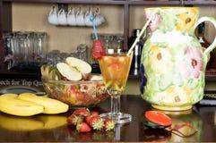 Coctel y frutas Foto de archivo libre de regalías