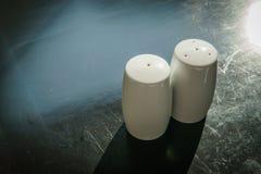 Coctelera de la pimienta y coctelera de sal Fotografía de archivo