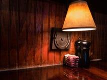 Coctelera de sal y de pimienta en el ajuste aislado fotografía de archivo libre de regalías