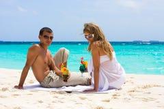 Cocteles en la playa Foto de archivo libre de regalías