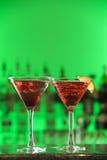 Cocteles en los vidrios de Martini Imagen de archivo