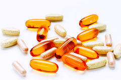 Cod-liver 3 βιταμινών ωμέγα διαιτητικές συμπλήρωμα και ταμπλέτες πετρελαίου στοκ φωτογραφία