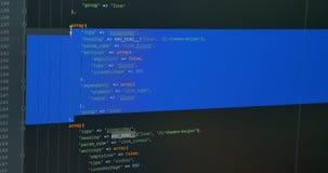 Codage op PC-monitor Programmerend, het, software-ontwikkeling en het binnendringen in een beveiligd computersysteem concept stock video