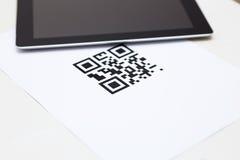Code auf Weißbuch Lizenzfreies Stockfoto