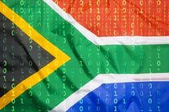 Code binaire avec le drapeau de l'Afrique du Sud, concept de protection des données Photographie stock libre de droits