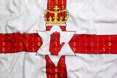 Code binaire avec le drapeau de l'Irlande du Nord, concept de protection des données Photos libres de droits