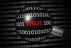 Code binaire avec le VIRUS et la lentille d'agrandissement Photos stock