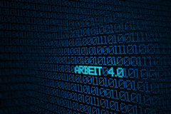 Code binaire bleu sur l'écran avec le mot ARBEIT 4 Photographie stock