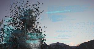 Code bleu contre le mâle noir AI et les dessus et le ciel de montagne Image libre de droits