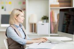Code de composition de dame occupée pour l'appli de logiciel images stock