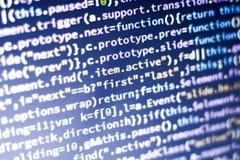 Code de Javascript Code source de programmation par ordinateur Écran abstrait de développeur web avec le code rougeoyant Image libre de droits