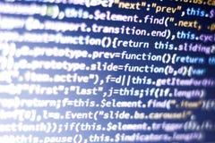 Code de Javascript Code source de programmation par ordinateur Écran abstrait de développeur web avec le code rougeoyant Photos stock
