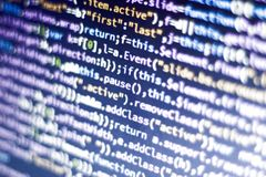 Code de Javascript Code source de programmation par ordinateur Écran abstrait de développeur web avec le code rougeoyant Photo stock
