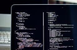 Code de Js sur l'écran d'ordinateur portable, développement de Web image stock