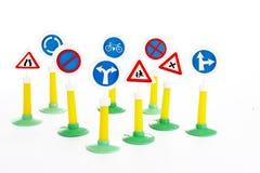 Code de la route, la sécurité routière et les règles de véhicule conduisant le panneau routier de loi joue Photos libres de droits