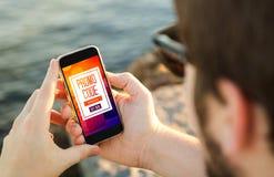 Code promotionnel sur le mobile image libre de droits