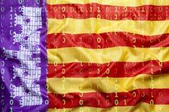 Codice binario con la bandiera di Mallorca, concetto di protezione dei dati immagini stock