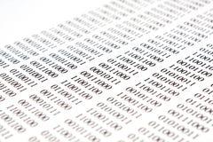 Codice binario su Libro Bianco Fotografie Stock