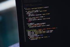 Codice dello scritto sullo schermo del computer portatile Fotografia Stock Libera da Diritti