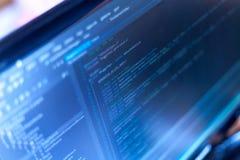 Codice di programmazione su un monitor Fotografie Stock Libere da Diritti