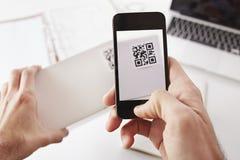 Codice di Smartphone QR Fotografie Stock