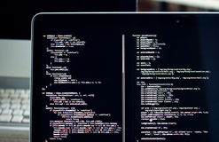 Codice sullo schermo del computer portatile, sviluppo di Js di web Immagine Stock