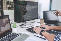 Codici di scrittura e tecnologia di battitura a macchina di codice di dati, bottaio del programmatore immagini stock