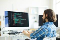 Codificador que cria o software informático fotografia de stock