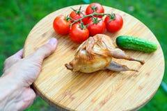 Codornices fritas deliciosas con las verduras Imagen de archivo libre de regalías