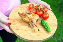Codornices fritas deliciosas con las verduras Fotos de archivo libres de regalías