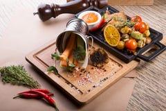 Codorniz Roasted servidas com cenoura e aipo Foto de Stock Royalty Free