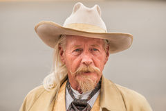 CODY - de V.S. - 21 AUGUSTUS, 2012 - Buffalo Bill gunfight in Irma Hotel Royalty-vrije Stock Foto