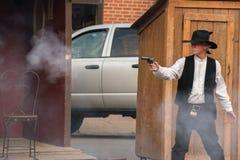 CODY - USA - AUGUSTI 21, 2012 - Buffalo Bill gunfight på Irma Hotel Royaltyfria Foton